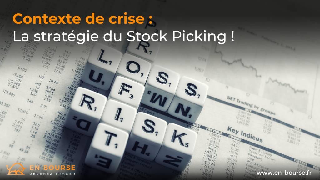 Trois dés affichant les mots : profit, perte et risque sur l'analyse quotidienne des marchés boursiers