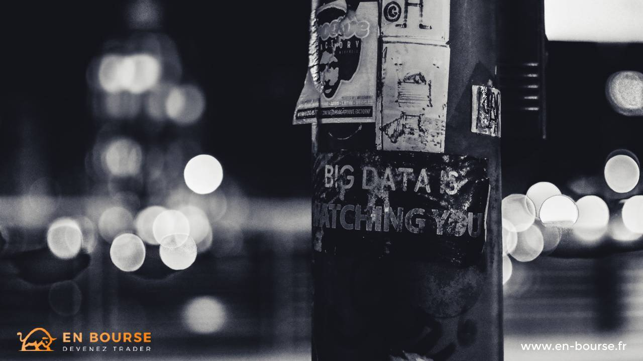 """Tag sur du mobilier urbain """"big data is watching you"""""""