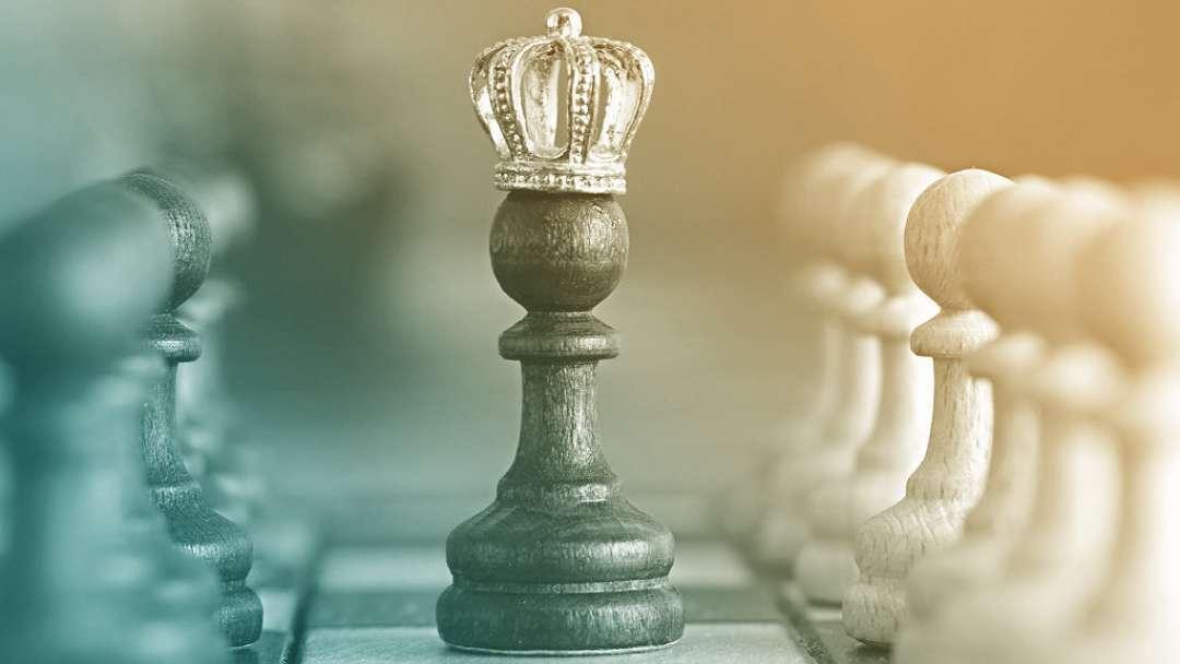 Pion d'échec avec une couronne