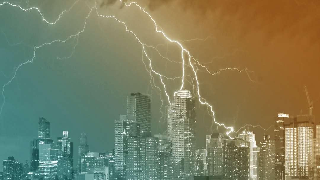 Orage et foudre sur la ville de New York