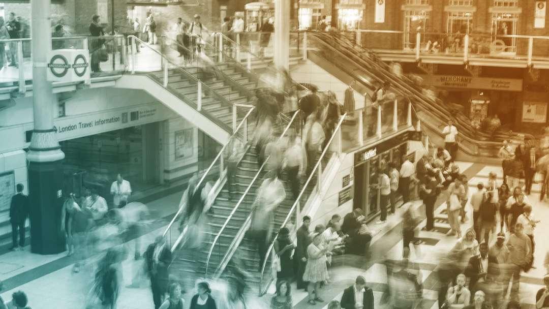Activité humaine dans les galeries des transports en commun