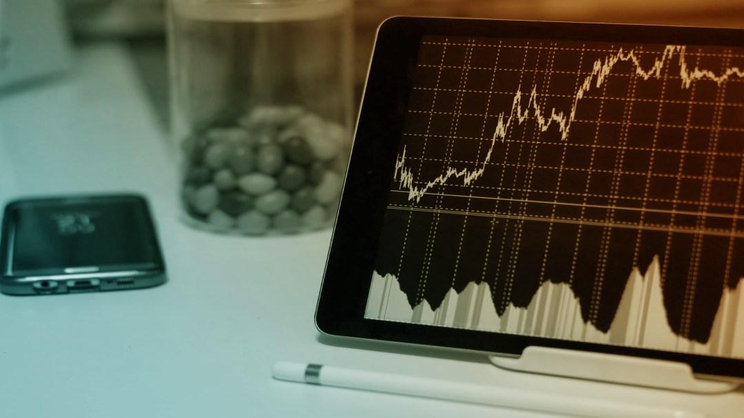 Tablette avec graphique cours d'une action