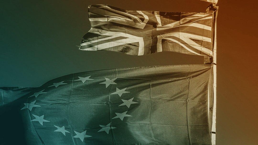 Drapeaux UK et européen