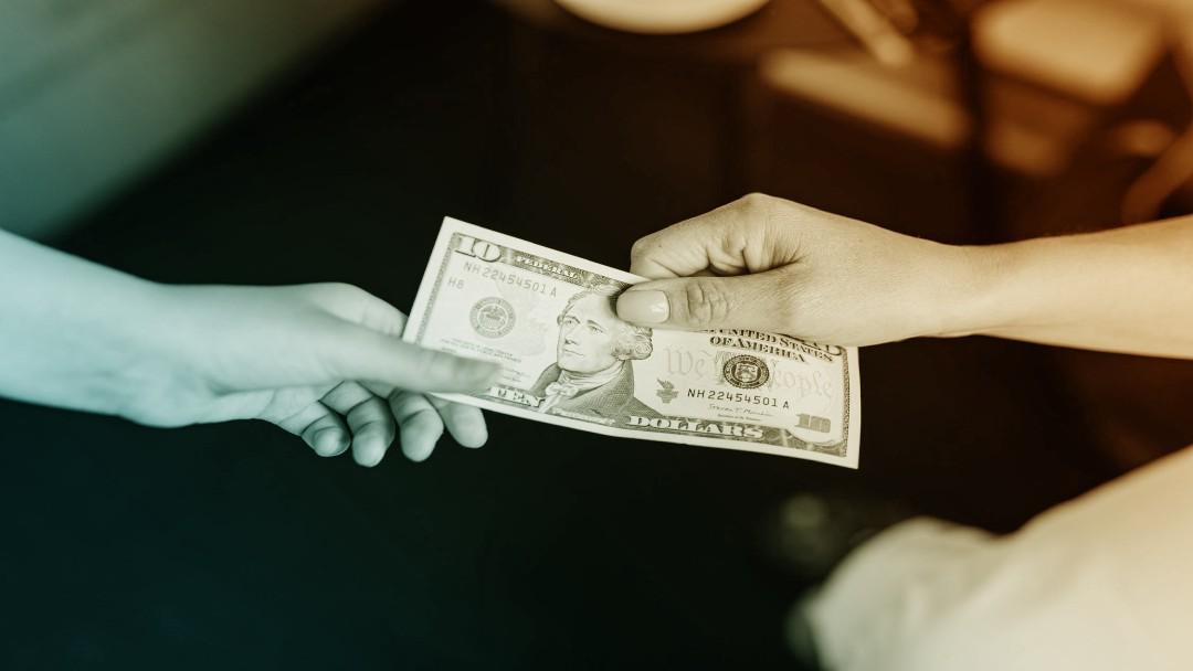 Billet dollar change de main