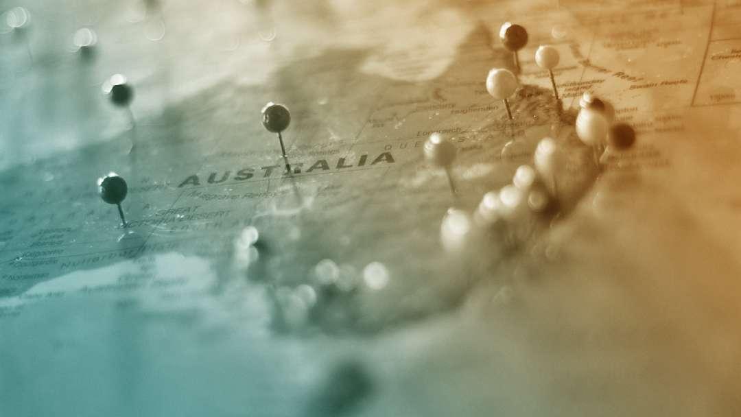 Aiguilles plantées sur la carte de l'Australie