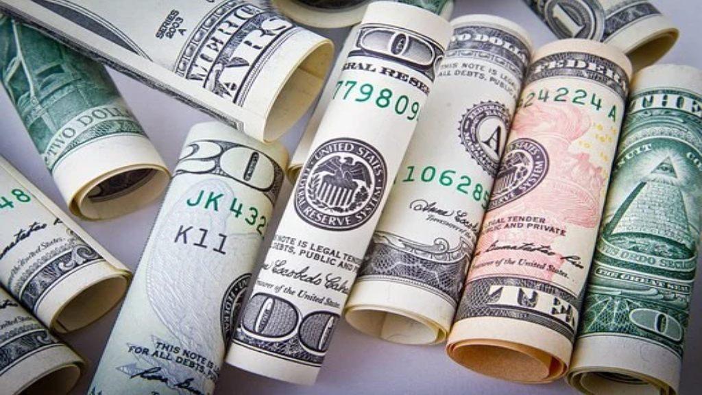 Billet en dollars roulés