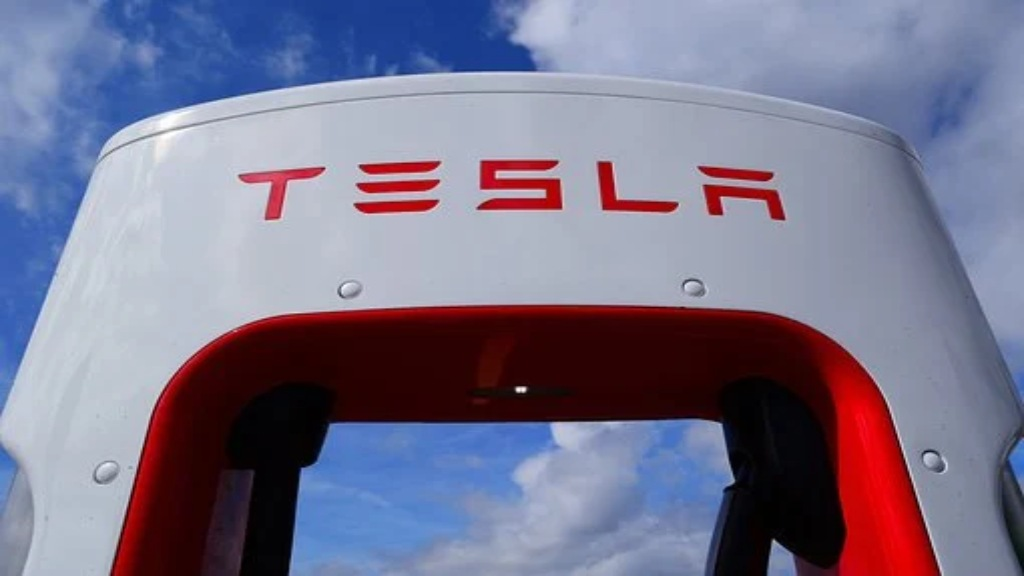 Portique de recharge Tesla