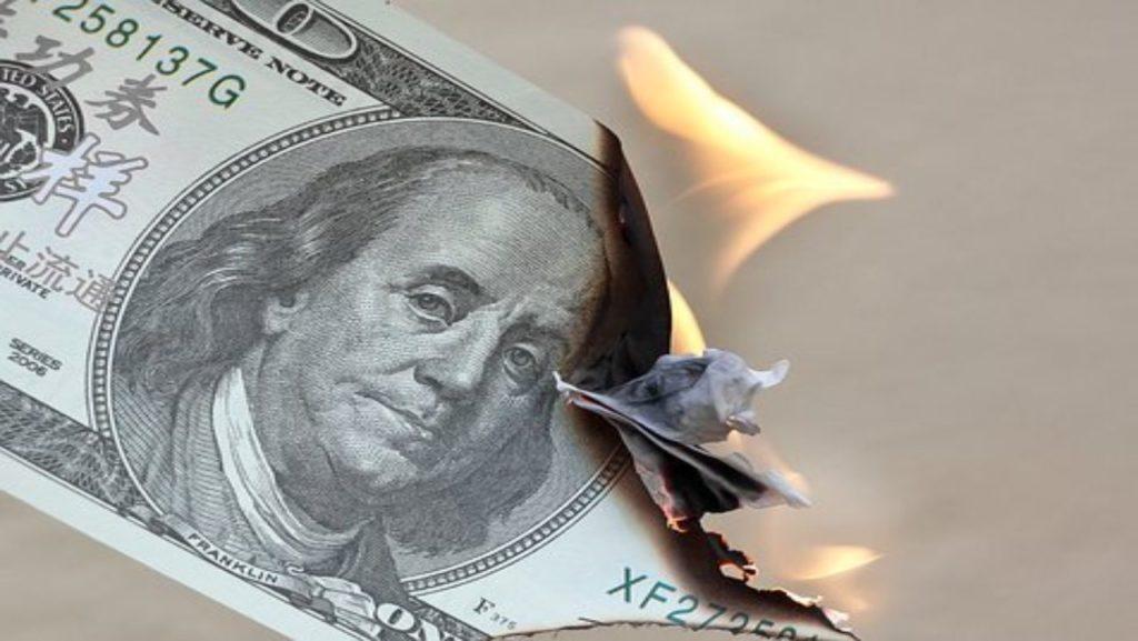 Billet en dollar qui brûle