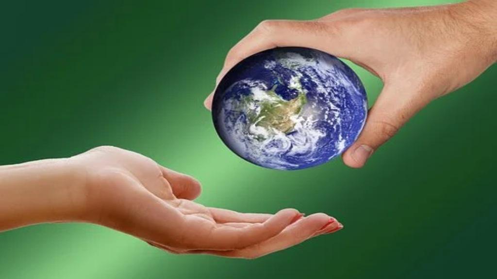 Planète dans les mains